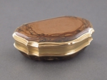 A gold and brown jasper snuff-box